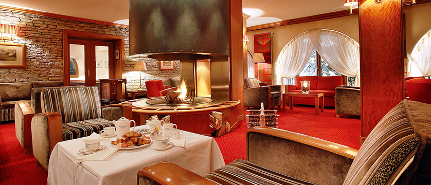 france_espace_killy_ski_area_val_d'lsere_hotel_christiania_lounge_open_fire.jpg
